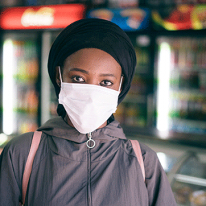 black woman in protective mask in grocery store 4177655 300x300 - Covid-19: News and updates